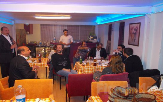 Beyoğlu Sadece Meyhane'de Canlı Fasıl Eşliğinde Açık Büfe Yemek + 20'lik Rakı Fırsatı!