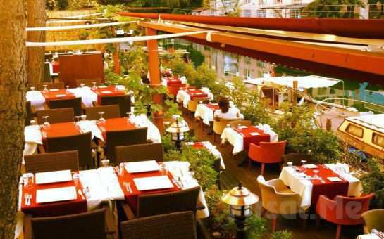 Anadolu Hisarı My Moon Restaurant'ta Sevgililer Gününe Özel Canlı Müzik Eşliğinde Romantik Akşam Yemeği