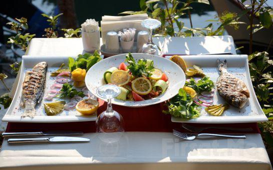 Anadolu Hisarı My Moon Restaurant'tan 8 Mart Dünya Kadınlar Gününe Özel Canlı Müzik Eşliğinde Akşam Yemeği Fırsatı