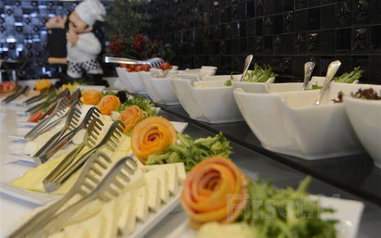 Muhteşem İstanbul Manzarası Eşliğinde Cihangir City Center Hotel Teras'ta 125 Çeşit Açık Büfe Kahvaltı Keyfi