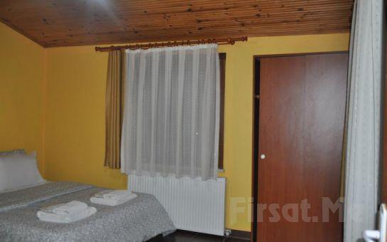 Ağva Küçük Ev Otel'de Standart veya Jakuzili, Şömineli Odalarda 2 Kişi 1 Gece Konaklama Seçenekleri (Canlı Müzik Seçeneğiyle)