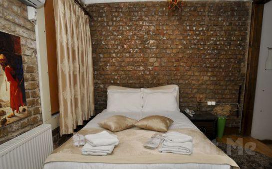 Fransız Sokağı, Magic House Hotel'de Standart Odalarda 2 Kişi, 1 Gece Konaklama + Eşsiz bir Kahvaltı!