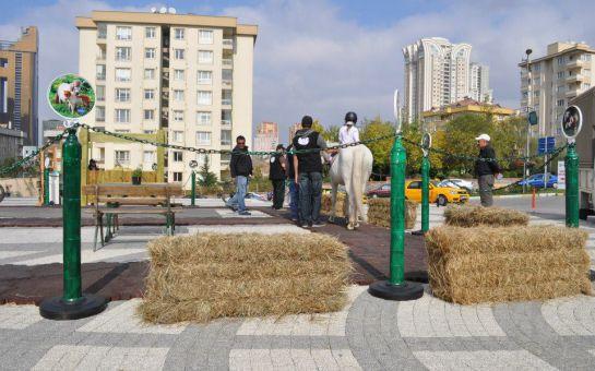 Atlıtur'dan Starcity Outlet Center da Çocuklara Yönelik At Binme Etkinliği