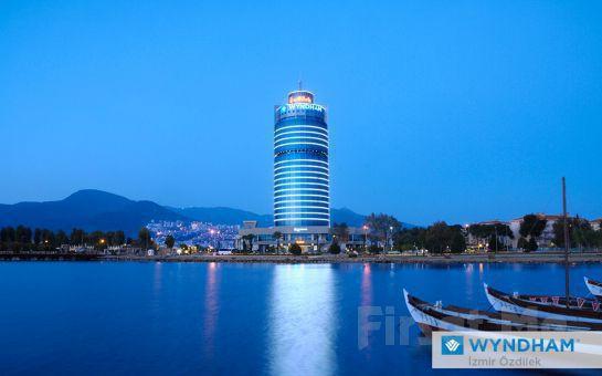 Muhteşem Körfez Manzaralı 5*'lı Wyndham İzmir Özdilek'te 2 Kişi 1 Gece Yarım Pansiyon Konaklama Fırsatı!