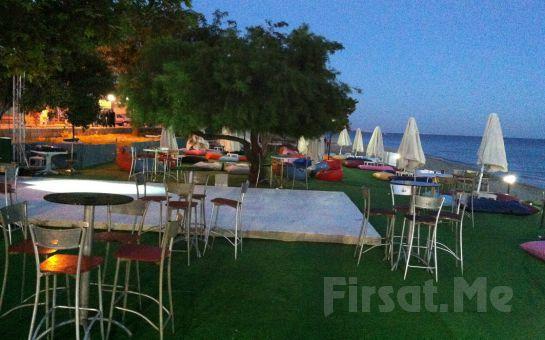Silivri Coast Beach'te Doyasıya Güneş ve Plaj Keyfi + Şezlong + Minder + Şemsiye + 1 Adet Soft İçecek!
