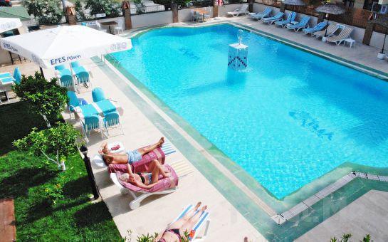 Dalyan Hotel Caria Royal'de 2 Kişi 1 Gece Oda, Kahvaltı veya Yarım Pansiyon Konaklama Fırsatı