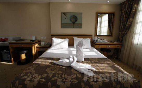 Körfez Manzaralı Otel Marla İzmir'de 2 Kişi 1 Gece Konaklama, Açık Büfe Kahvaltı Keyfi