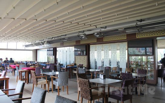 Merter Şelale Restaurant Cafe'de Piliç Pirzola veya Izgara Köfte Seçeneği ile Leziz Yemek Ziyafeti