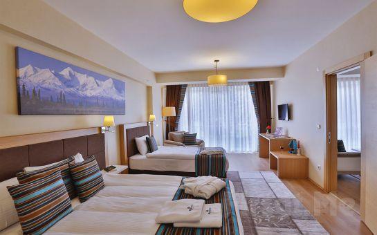 Beyoğlu Ramada Hotel & Suites İstanbul Golden Horn'da 2 Kişi 1 Gece Konaklama ve Kahvaltı Keyfi!