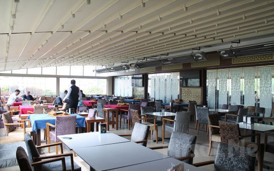 Yemyeşil Ağaçlar Arasında Merter Şelale Restaurant Cafe'de Nargile Keyfi + Çerez + Çay veya Kahve Fırsatı!