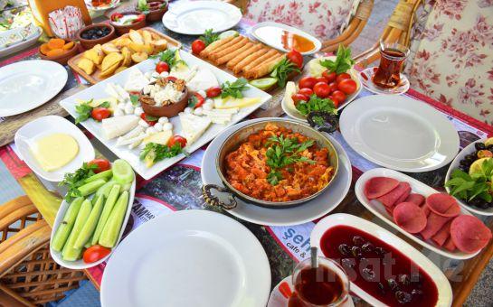 Bakırköy Şehristan Cafe, Restaurant'ta Sınırsız Çay Eşliğinde Serpme Kahvaltı Keyfi