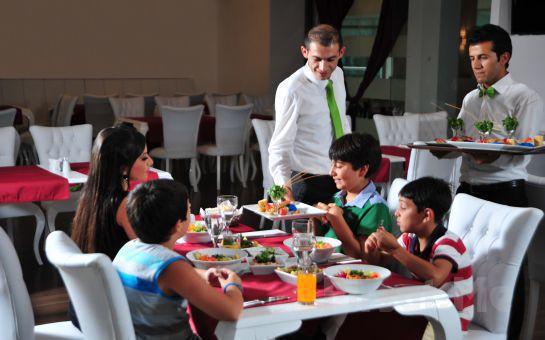 5* Pala's Piremium Termal ve SPA Center Afyon'da Kişibaşı Konaklama, Kahvaltı, Akşam Yemeği, Termal ve SPA Keyfi