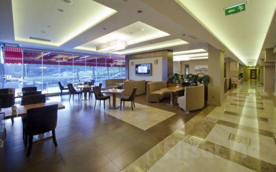 Üsküdar'ın Tarihi Güzelliği Eşliğinde Volley Hotel İstanbul'da Açık Büfe Kahvaltı Keyfi