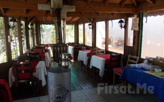 Yemyeşil Bahçe İçinde Ağva Marina Motel'de 2 Kişi 1 Gece Konaklama, Kahvaltı, 5 Çayı Fırsatı