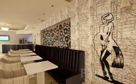 Üsküdar Salacak Cafe 5. Cadde'de Dj, Canlı Müzik Eşliğinde Limitsiz Yılbaşı Eğlencesi ve Nefis Yemek Menüsü