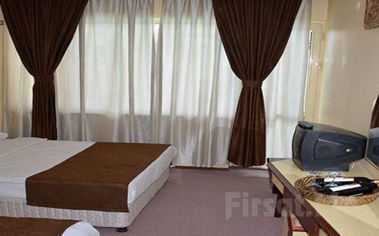 Pamukkale Grand Sevgi Hotel'de Canlı Müzik, Zengin Menü Eşliğinde Yılbaşı Balosu ve Konaklama Fırsatı!