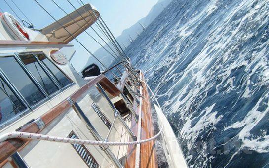 Joy Joy Turizm'den Boğaz'da Teknede Yemekli, İçkili ve Canlı Müzik Eşliğinde Yılbaşı Eğlencesi!