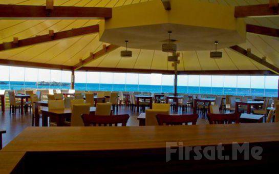 Denize Sıfır Ağva Mad Sea Beach Hotel'de Canlı Müzik, Zengin Menü ve Sınırsız İçki Dahil 2 Kişilik Yılbaşı Balosu, Konaklama Fırsatı