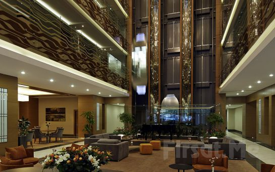 Mercure İstanbul Altunizade Hotel'de 2 Kişi 1 Gece Konaklama, Kapalı Havuz, Fitness Kullanımı ve Kahvaltı Seçeneği