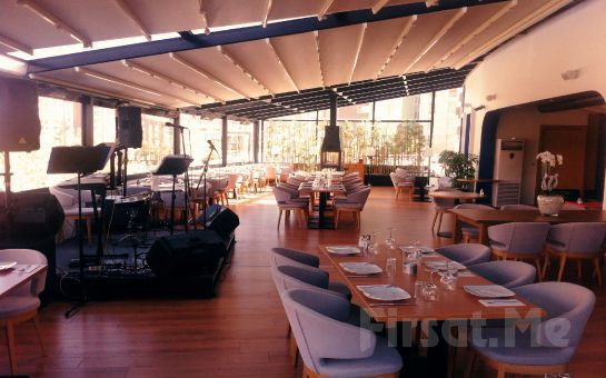 Çankaya Mezze Restaurant'ta Canlı Müzik ve Leziz Yemek Menüsü Eşliğinde Kadınlar Matinesi Fırsatı