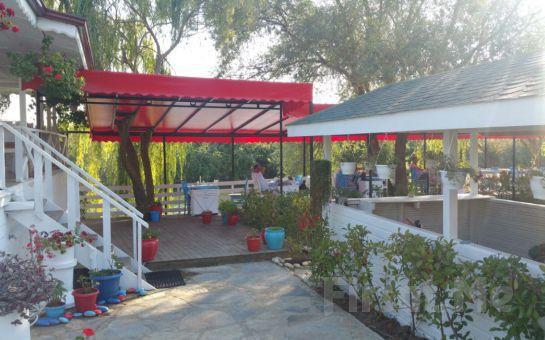 Ağva Sardunya Restaurant'ta Sucuk, Tavuk ve Köfte'nin Lezzetli Mezelerle Bir Araya Geldiği Enfes Mangal Ziyafeti