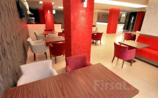 Ümraniye Helikon Business Hotel'de 2 Kişi 1 Gece Konaklama ve Açık Büfe Kahvaltı