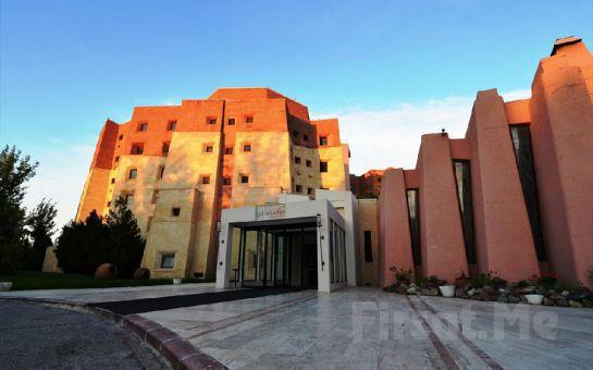 Dünyaca Ünlü Kapadokya'nın Eşsiz Manzarasında Konaklama Keyfi Lodge Hotel'de Kişi Başı Yarım Pansiyon Konaklama Fırsatı