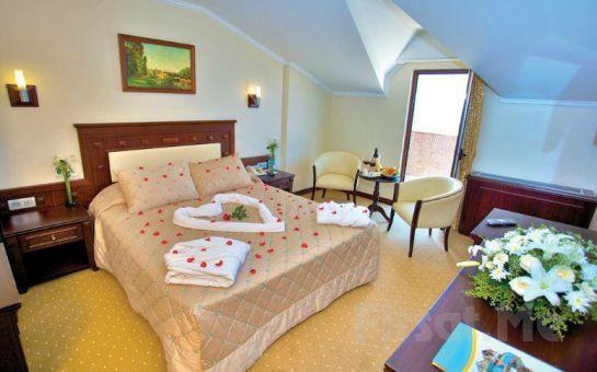 Sarıçamlar Turizm'den Kumburgaz Blue World Hotel'de 2 Kişi 1 Gece Konaklama, Kahvaltı, Kapalı Havuz, SPA Kullanım Keyfi Akşam Yemeği Seçeneğiyle