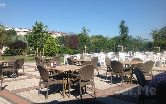 Yemyeşil Ağaçlar Arasında Merter Şelale Cafe'de Serpme Kahvaltı Keyfi