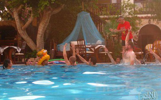 Club Antiphellos Kaş'da Denize Sıfır 2 Kişi 1 Gece Konaklama ve Kahvaltı Tatil Fırsatı