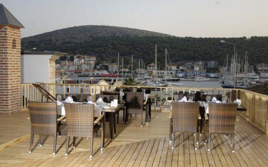 Kanuni Kervansaray Çeşme'de Denize Sıfır Kişibaşı Konaklama ve Kahvaltı Dahil Tatil Fırsatı!