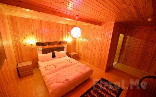 Nehir ve Göl Manzaralı Ağva Green River Hotel'de Bungalow Odalarda Kahvaltı Dahil 2 Kişilik Konaklama Seçenekleri
