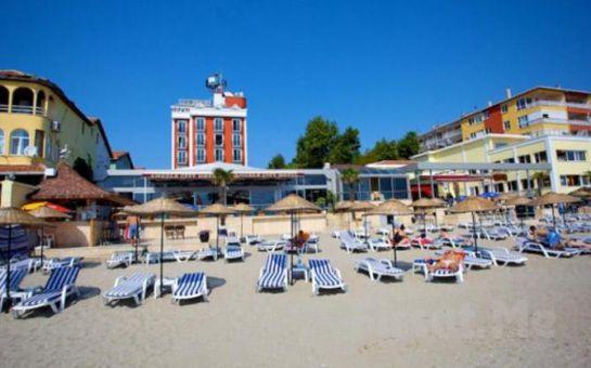 Büyükçekmece Kumburgaz Blue World Hotel'de Tüm Gün Plaj Kullanımı, Öğle Yemeği, 1 Adet Meşrubat Fırsatı