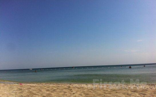 Büyükçekmece Kumburgaz Blue World Hotel'de Tüm Gün Plaj Kullanımı + Öğle Yemeği + 1 Adet Meşrubat Fırsatı!