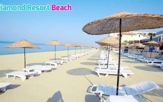 Büyükçekmece Kumburgaz Diamond Resort Otel'de Tüm Gün Plaj Kullanımı, Hamburger Menü veya Açık Büfe Kahvaltı