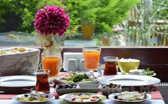 Ağva Sweet Home Otel'de Jakuzili veya Şömineli ve Jakuzili Odalarda 2 Kişi 1 Gece Konaklama + Kahvaltı Keyfi!