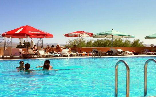 Işıl Işıl Güneşin Altında, Gölpark Sidelya'da Tüm Gün Havuz Keyfi!