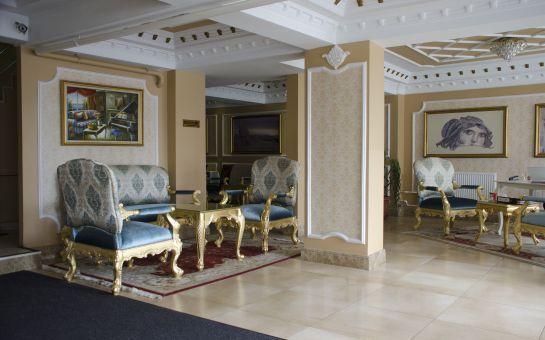 Deniz Manzaralı Zeytinburnu Panorama Otel'de 1 Gece Çift Kişilik Konaklama ve Kahvaltı Paketi (Sevgililer Gününde geçerli)
