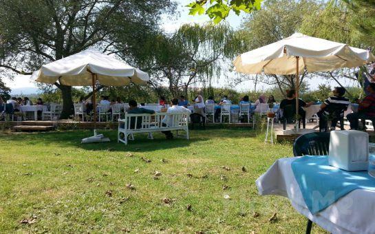 Yeşilçay Manzaralı Ağva Tree Tops Park Restaurant'ta Tavuk ve Köfte Menülerinin Lezzetli Mezelerle Bir Araya Geldiği Enfes İftar Ziyafeti!
