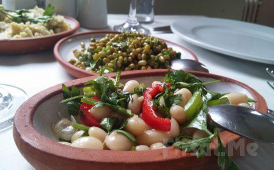 Eşsiz Haliç Manzaralı Fener Köşkü'nde Canlı Fasıl Eşliğinde Leziz Tatlardan Oluşan İftar Yemeği