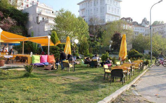 Büyükada Orası Burası Bahçe Restaurant'ta, Adadan İstanbul Manzarası Eşliğinde Leziz İftar Yemeği Ziyafeti