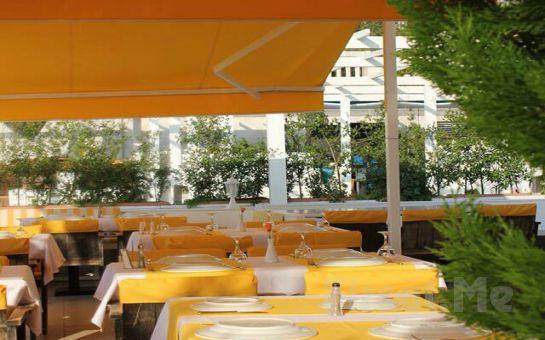 Büyükada Orası Burası Bahçe Restaurant'ta Adadan İstanbul Manzarası Eşliğinde Kahvaltı Keyfi