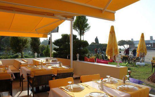 Büyükada Orası Burası Bahçe Restaurant'ta, Deniz Manzarası ve Canlı Müzik Eşliğinde Romantik Akşam Yemeği!