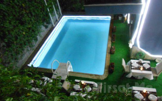 Beykoz Mavilla Hotel'in Deniz Manzaralı Odalarında 2 Kişi Kişi 1 Gece Konaklama, Kahvaltı, İçki Dahil Akşam Yemeği Seçeneği