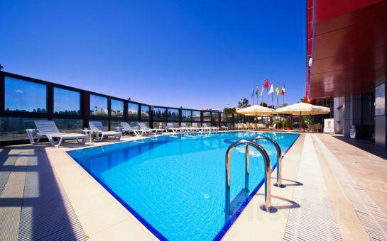 Üsküdar Volley Hotel İstanbul'da 45 dk. Klasik Masaj Keyfi, Havuz Seçeneği ile
