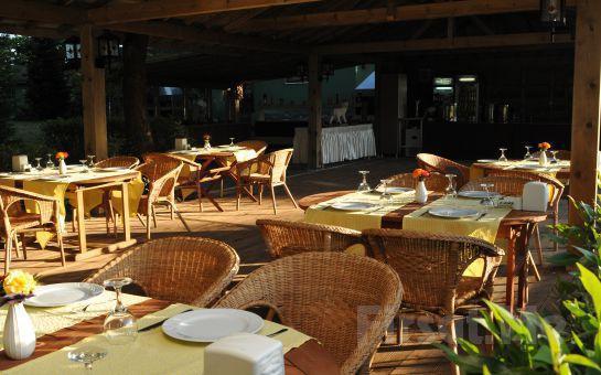 Polonezköy Green House Garden Park Hotel'de Bungalow Odalarda Çift Kişi Konaklama Seçenekleri ve Havuz Keyfi