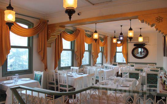 Eşsiz Haliç Manzaralı Fener Köşkü'nde İçkili, Fasıllı Leziz Tatlardan Oluşan Akşam Yemeği Keyfi