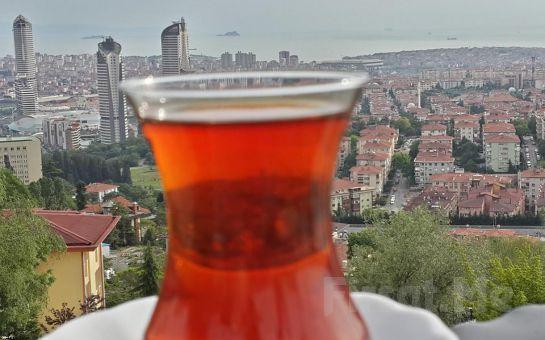 Çamlıca Lalezar Cafe'de Muhteşem İstanbul Manzarası Eşliğinde Serpme Kahvaltı Keyfi!