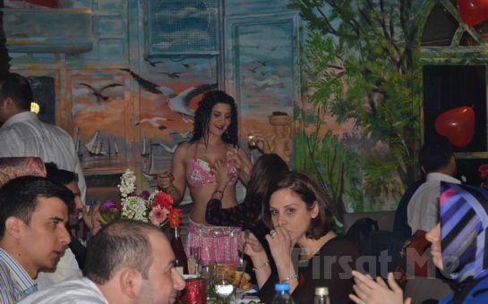 Kumkapı Patara'da Yemekli, 2 Duble Yerli İçecek, Fasıl ve Dansöz Eşliğindeki Doyasıya Eğlence!