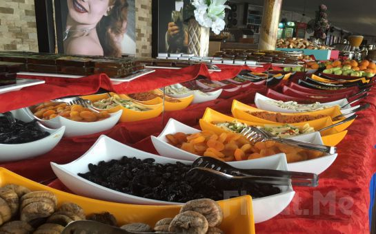 Salacak'da Kız Kulesi ve Boğaz Manzarası Eşliğinde Cafe Hollywood City'de Kahvaltı Keyfi